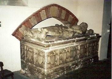 robert-goushill-elizabeth-fitzalan-effigies