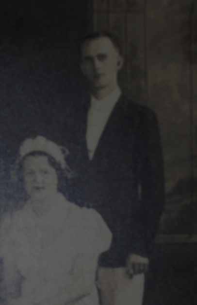 Moman Harold Fulkerson and Lille Mae Weatherspoon wedding photo